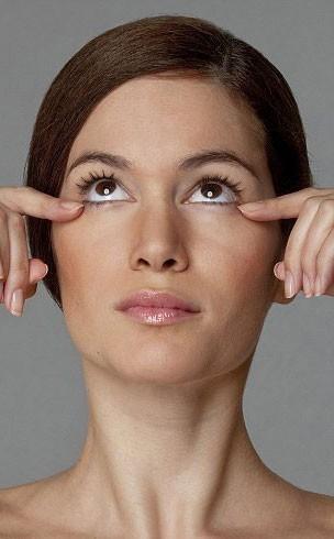 Göz Altı Şişliklerini İçin Egzersiz: