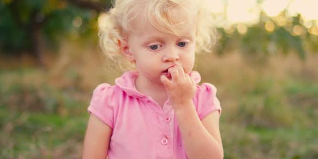 tırnak yiyen çocuk